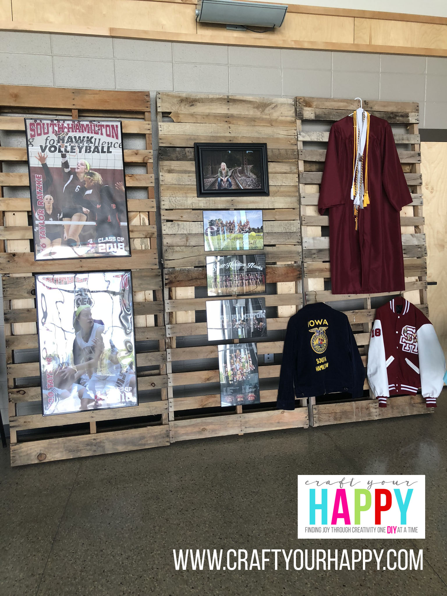 Craft Your Happy - Grad Party On A Budget - Pallet Display
